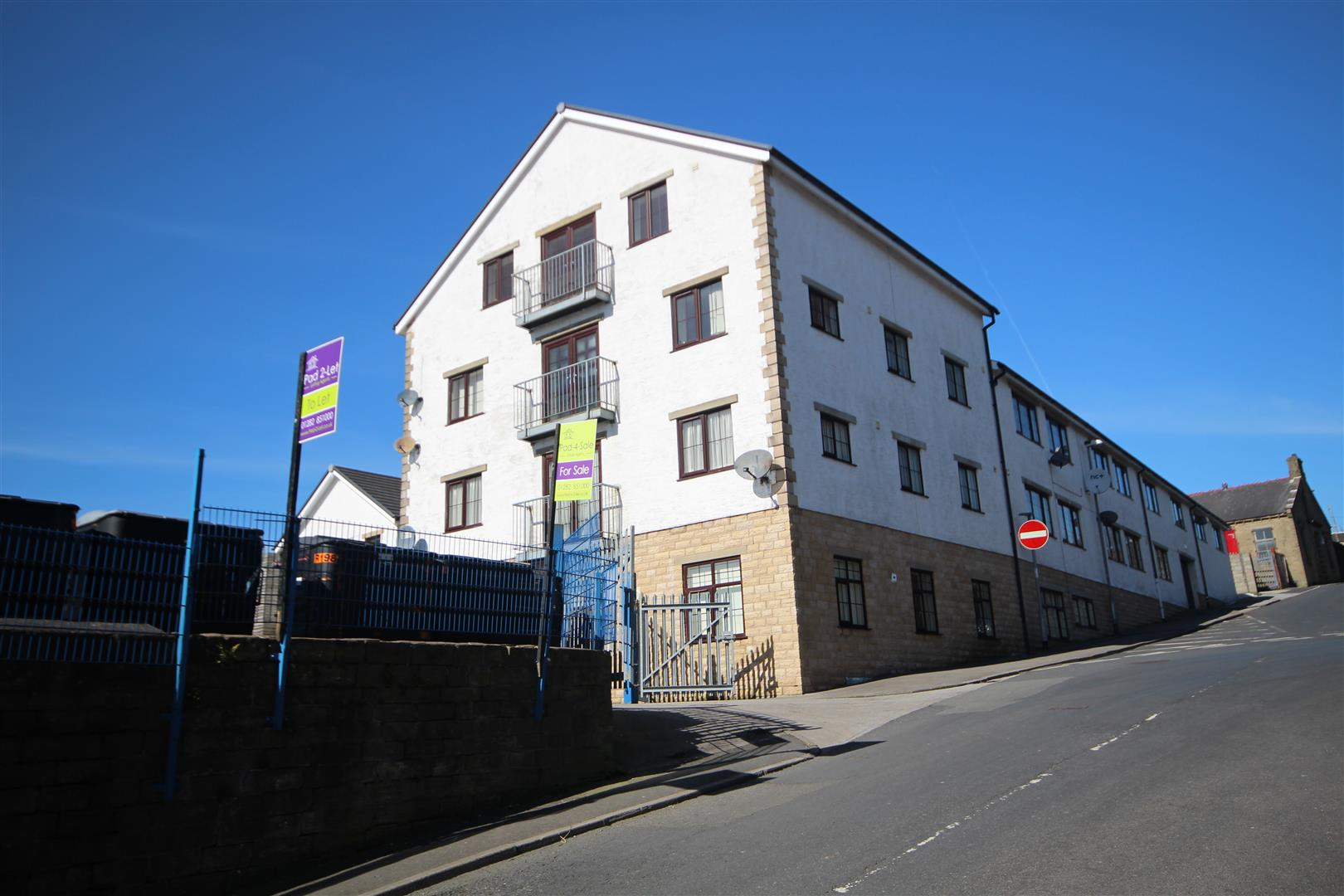 2 bedroom apartment For Sale in Colne - IMG_9482.JPG
